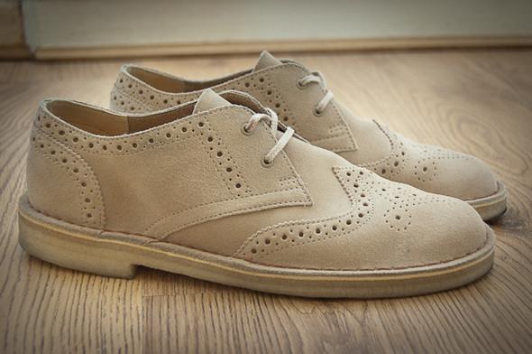 Изображение 1. Обувная компания Clarks выпустила замшевые броги.. Изображение № 1.