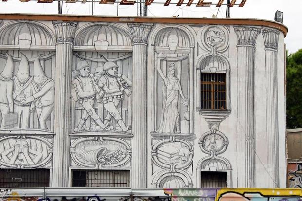 Уличный художник Blu превратил стену заброшенного кинотеатра в античный фасад. Изображение № 2.