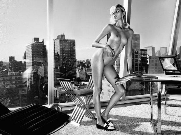 Модель Аня Рубик снялась обнаженной для журнала Industrie. Изображение № 3.