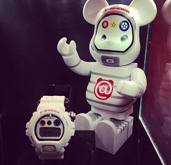 Компании Casio и Medicom Toy выпустили совместную модель часов G-Shock. Изображение № 1.