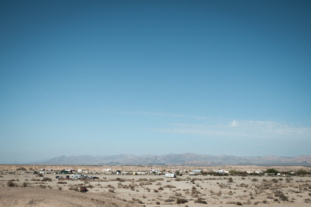 Последнее свободное место Америки: Фоторепортаж из города-призрака Слэб-Сити. Изображение №20.