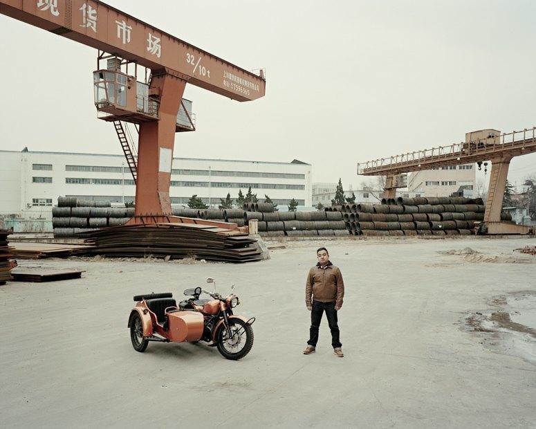 В люльке: Владельцы мотоциклов с колясками на фоне пейзажей Шанхая. Изображение № 1.
