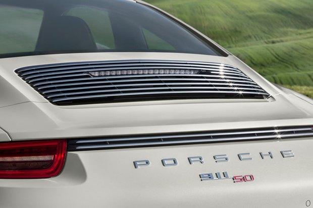 Porsche представили юбилейную версию легендарного спорткара 911. Изображение № 4.