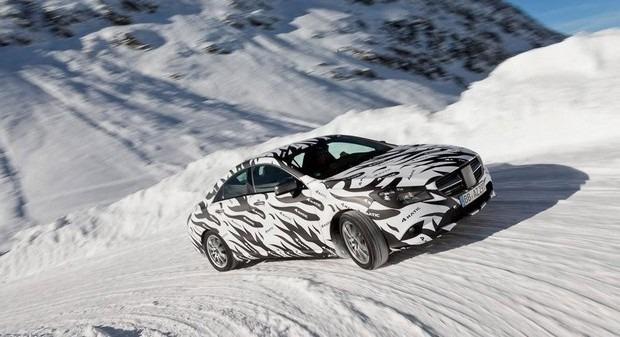 Mercedes показали новый закамуфлированный спортивный седан. Изображение № 4.