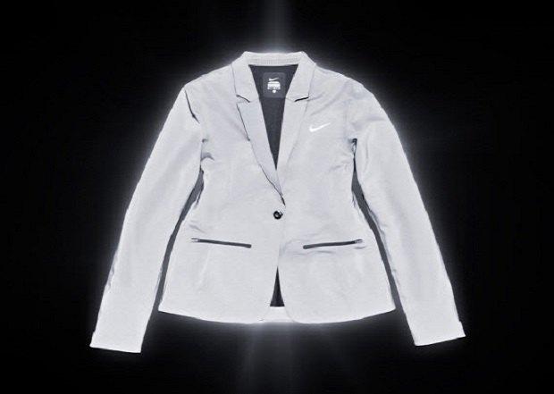 Марка Nike анонсировала новую коллекцию светящейся в темноте одежды. Изображение № 8.