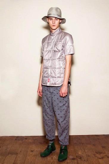 Марка Undercover опубликовала лукбук весенней коллекции одежды. Изображение № 20.