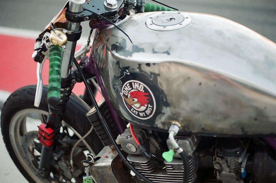 Фоторепортаж с гонки кастомных мотоциклов Nuts & Bolts. Изображение № 10.