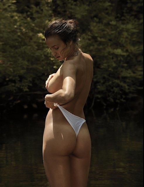 Супермодель Ирина Шейк снялась для журнала VMan. Изображение № 2.