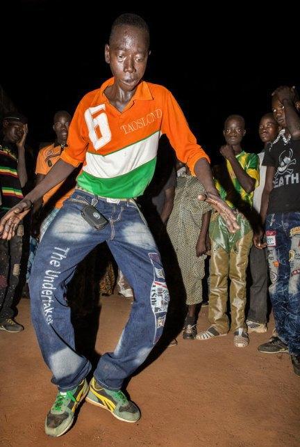 Мы хотим танцевать: Как выглядит сельская дискотека в Африке. Изображение № 10.