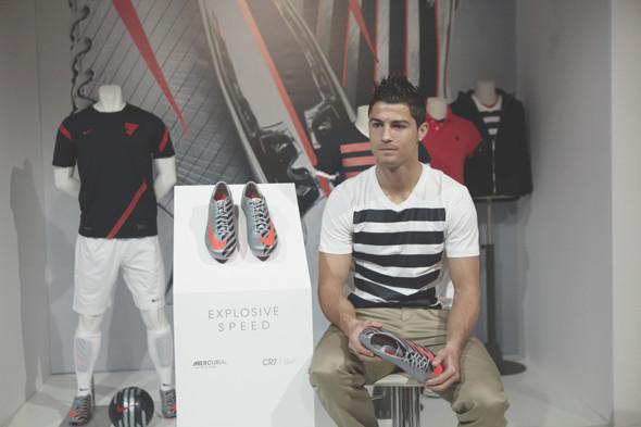 Коллекция одежды Криштиану Роналду и интервью со знаменитым футболистом. Изображение № 27.