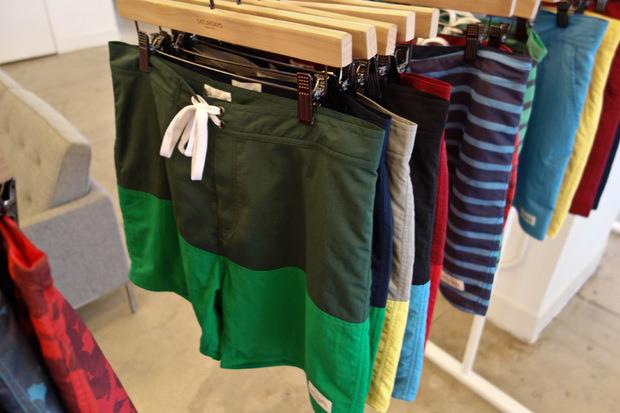Американская марка Saturdays Surf NYC выпустила превью весенней коллекции одежды. Изображение № 6.