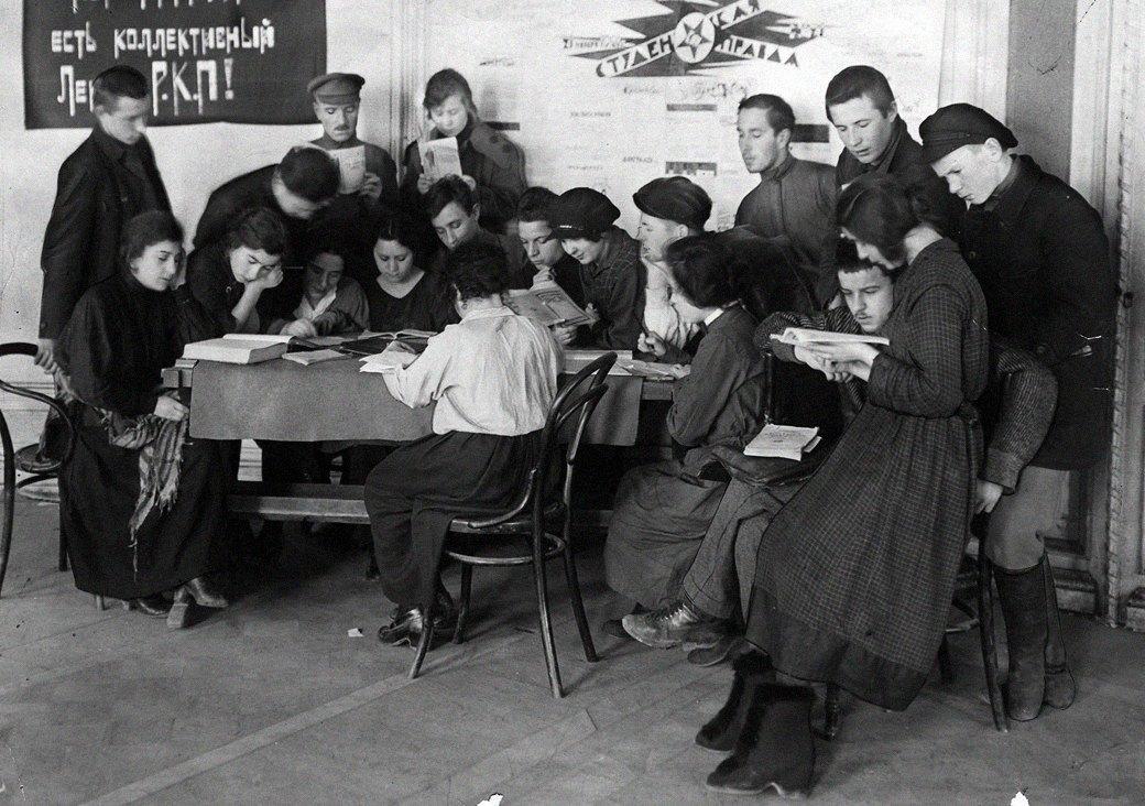 Как развлекалась молодежь 100 лет назад: Секс, алкоголь и вечеринки в СССР. Изображение № 3.