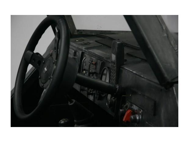 Англичанин превратил Land Rover в бронемобиль из игры Halo. Изображение № 11.