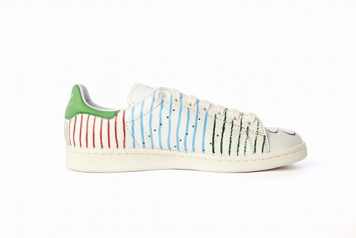 Adidas выпустит коллекцию кроссовок Stan Smith, вручную разрисованных Фарреллом. Изображение № 1.