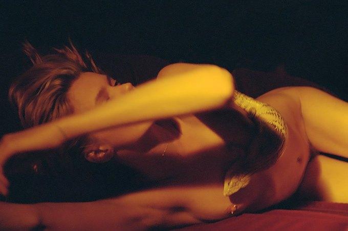 Эбби Ли Кершоу сфотографировалась у Кары Стрикер для нью-йоркской выставки Make Love to the World. Изображение № 9.