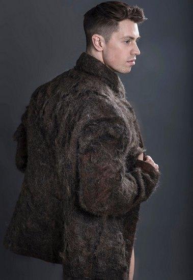 В Англии сшили пальто из волос с груди. Изображение № 3.