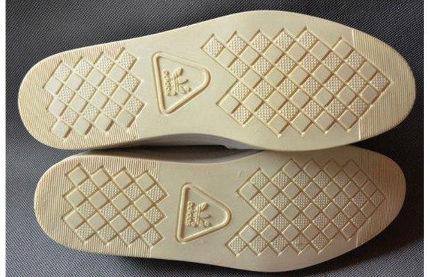 В сети появились превью совместной модели обуви Канье Уэста и Adidas. Изображение № 2.