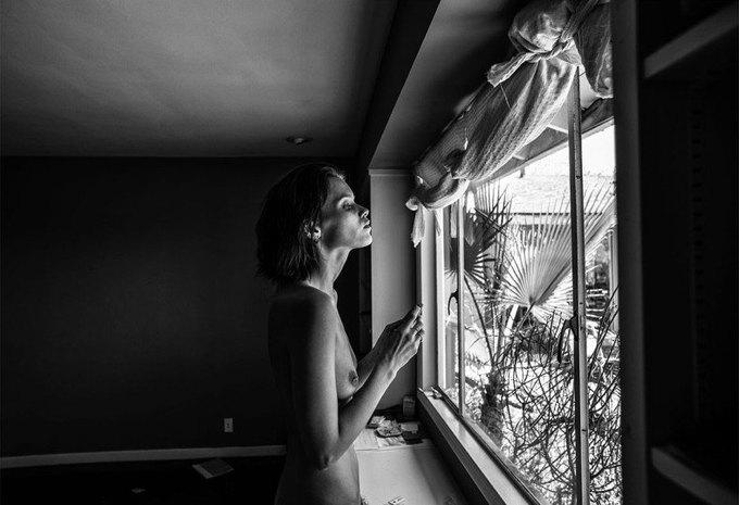 Эди Слиман снял супермодель Эбби Ли Кершоу для эротического журнала 25 Magazine. Изображение № 1.