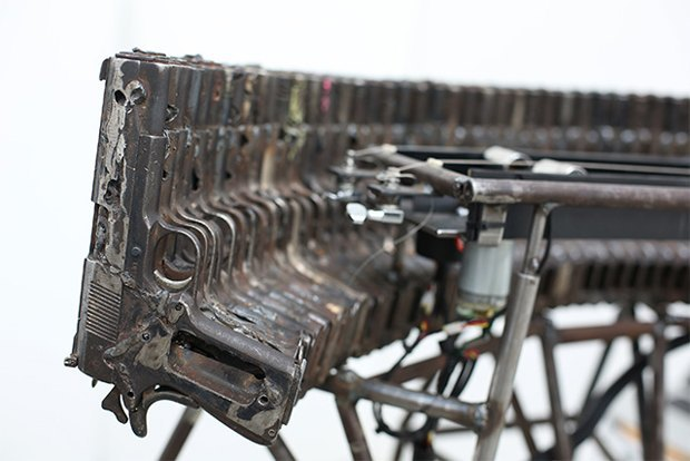 Художник Педро Рейес создал механический оркестр из огнестрельного оружия. Изображение № 4.
