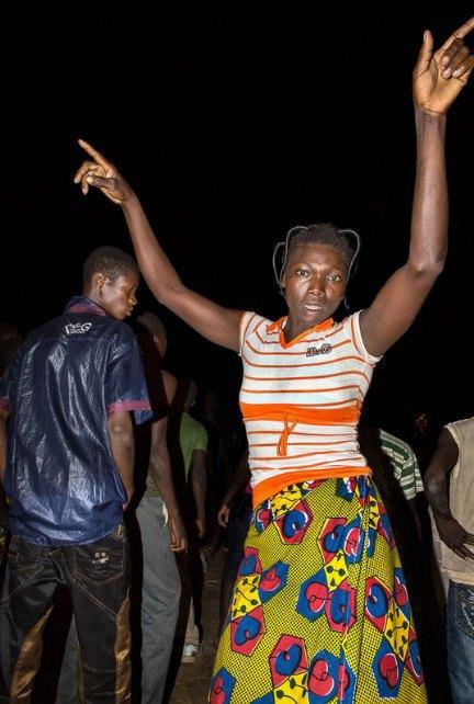 Мы хотим танцевать: Как выглядит сельская дискотека в Африке. Изображение № 22.