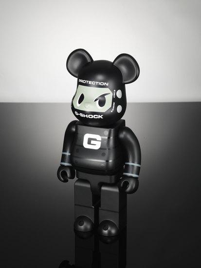 Компании Medicom Toy и Casio выпустили юбилейную модель часов G-Shock. Изображение № 4.