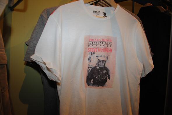 Тем же, кто любит самого Маккуина, предлагают футболки с его фотографией. Есть еще сумки, но это для совсем отчаянных поклонников.. Изображение № 5.