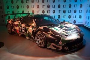Марка A Bathing Ape и компания Ferrari представили совместную коллекцию одежды. Изображение № 11.