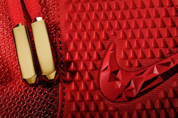 Тираж новой модели сникеров Nike Air Yeezy 2 Red October раскупили за 11 минут. Изображение № 1.