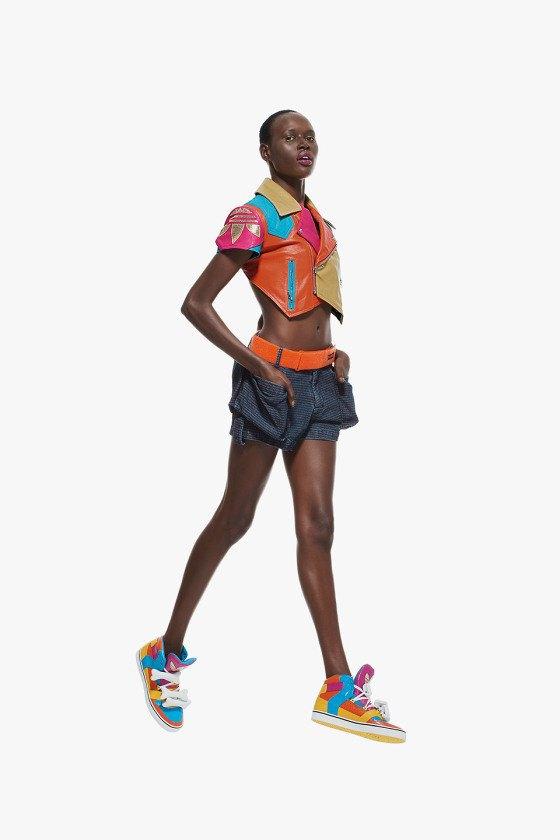 Adidas Originals и Джереми Скотт выпустили лукбук новой коллекции. Изображение № 4.