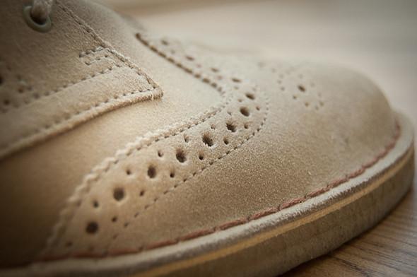 Изображение 2. Обувная компания Clarks выпустила замшевые броги.. Изображение № 3.