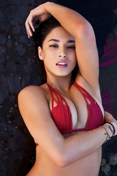 Вышел специальный номер Sports Illustrated, посвященный девушкам в купальниках. Изображение № 6.