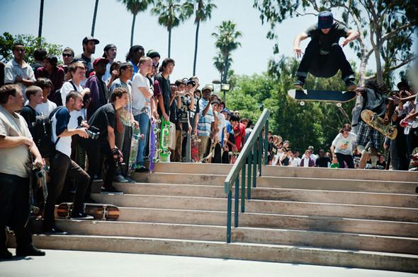 Изображение 6. Скейтбордисты Лос-Анджелеса устроили «Безумие на улицах города».. Изображение № 4.