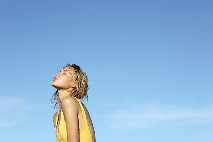 Журнал Surfing Magazine опубликовал специальный выпуск, посвящённый моделям в купальниках. Изображение № 19.