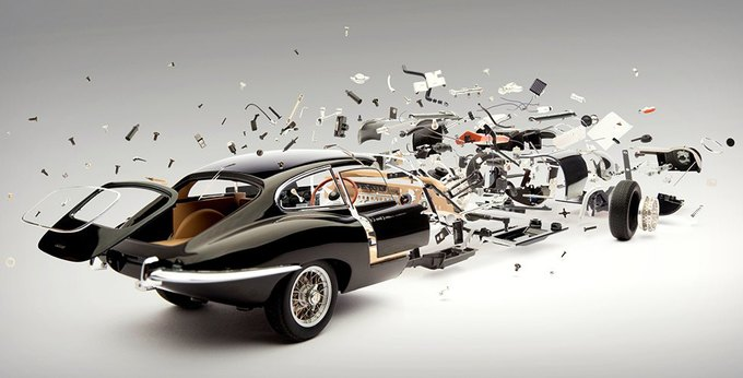 Швейцарский фотограф показал застывшие взрывы машин. Изображение № 3.