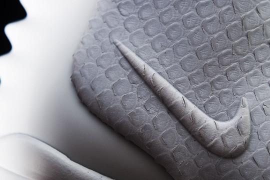 Очередь за кроссовками Канье Уэста и Nike выстроилась за 5 недель до начала продаж. Изображение № 4.