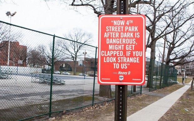 Нью-йоркский художник Джей Шеллс крепит к столбам таблички с рэп-цитатами. Изображение № 3.