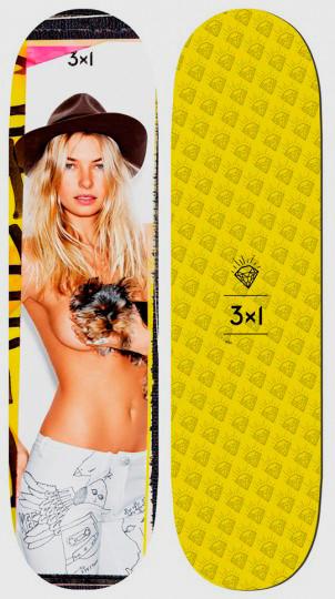 Марка 3x1 выпустила коллекцию дек для скейтбординга с обнаженными моделями. Изображение № 5.