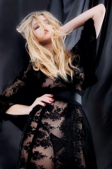 Голландская модель Валери Ван Дер Граф снялась в рекламе марки Agent Provocateur . Изображение № 1.