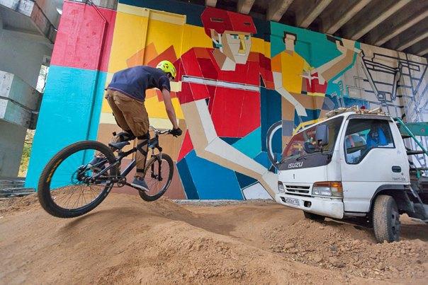 Дмитрий Аске выполнил масштабную работу, посвященную велосипедистам. Изображение № 3.
