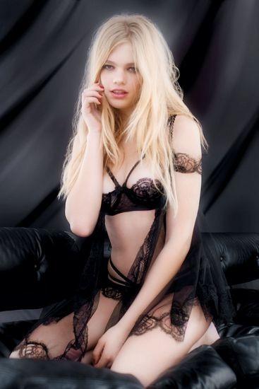 Голландская модель Валери Ван Дер Граф снялась в рекламе марки Agent Provocateur . Изображение № 2.