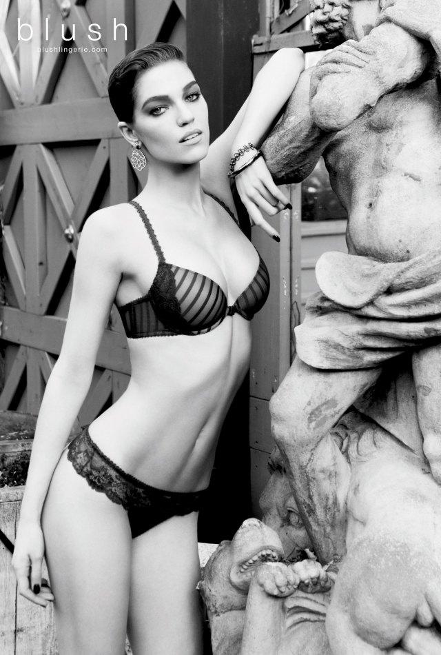 Модель Саманта Градовилль снялась в рекламе Blush. Изображение № 2.