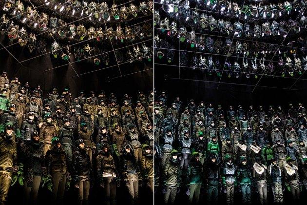 Марка Moncler представила новую коллекцию, собрав сотни людей в масках под зеркальные потолки. Изображение № 2.