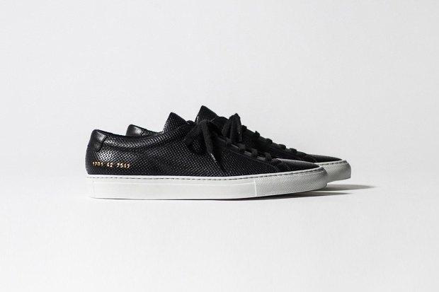 Марка Common Projects опубликовала лукбук осенне-летней коллекции обуви. Изображение № 10.