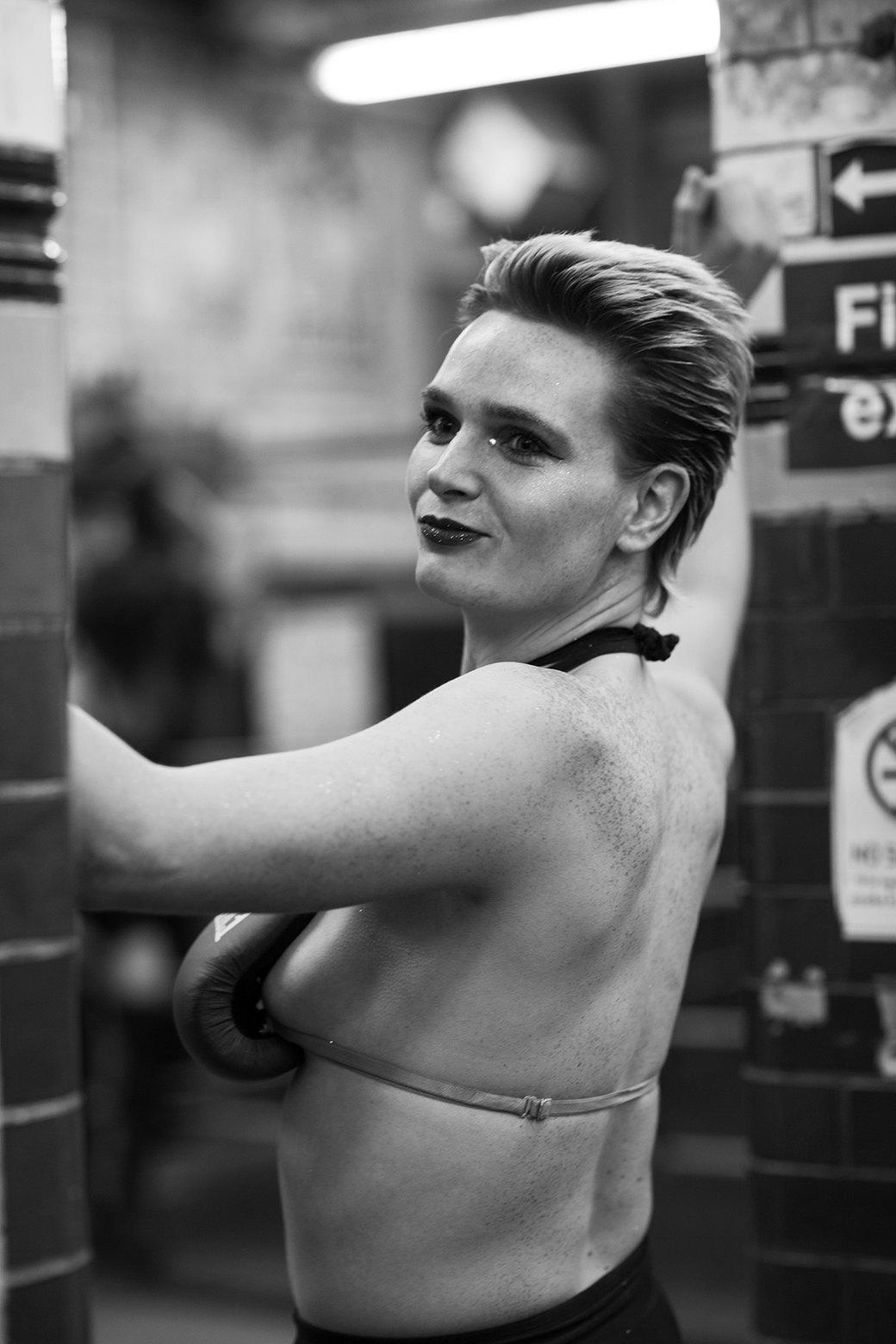 Фотопроект: Трансвеститы оккупируют боксёрский клуб в Лондоне. Изображение № 2.
