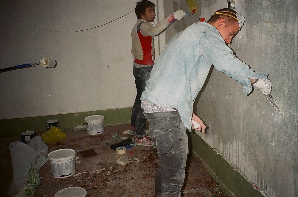 Фоторепортаж: Как мы сделали ремонт в мастерской силами редакции. Изображение № 3.