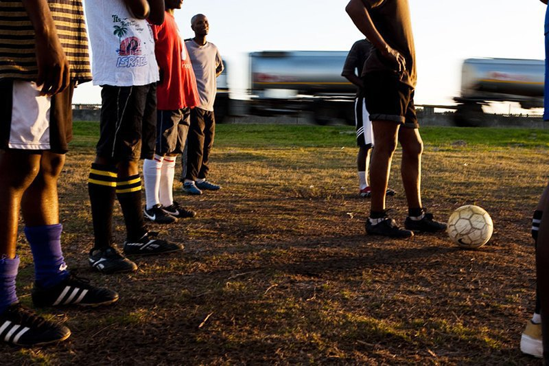 Как выглядит дворовый футбол на окраинах Кейптауна. Изображение № 10.