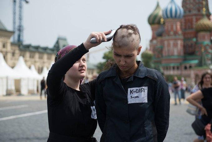Катрин Ненашеву задержали за бритьё на Красной площади. Изображение № 1.