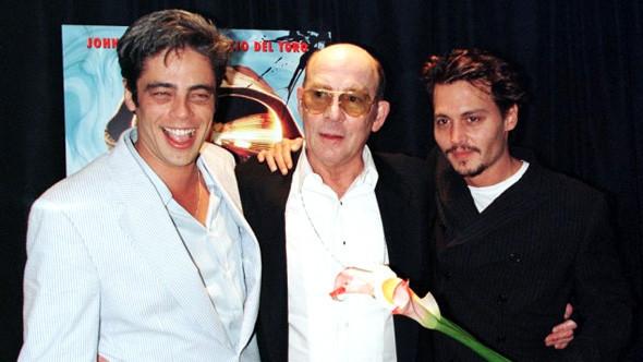 Бенисио Дель Торо, Хантер С. Томпсон и Джонни Депп на премьере «Страха и ненависти в Лас-Вегасе». Изображение № 1.