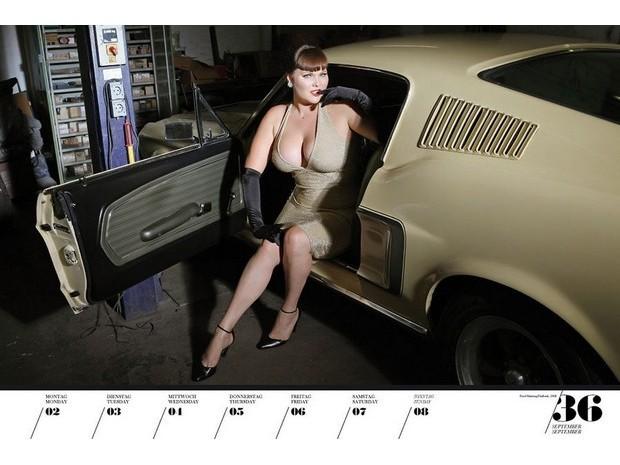 10 эротических календарей на 2013 год. Изображение № 93.