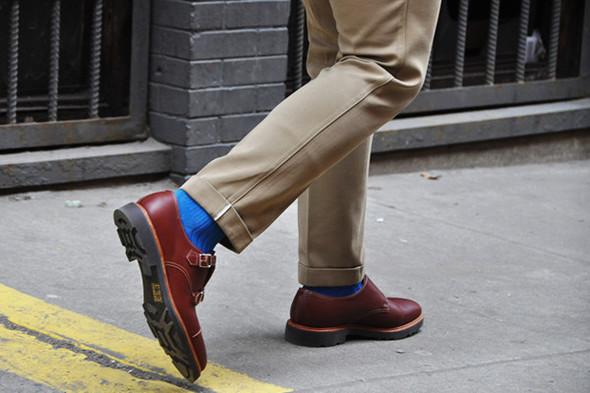 Они одинаково хорошо смотрятся как с носками, особенно цветными... Источник: gq.com. Изображение №8.